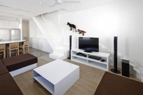 Haus mit separater Treppe für kleine Hunde